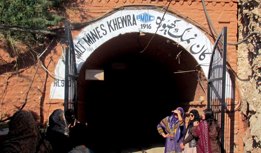 inside pakistan u0026 39 s khewra  the second largest salt mine in