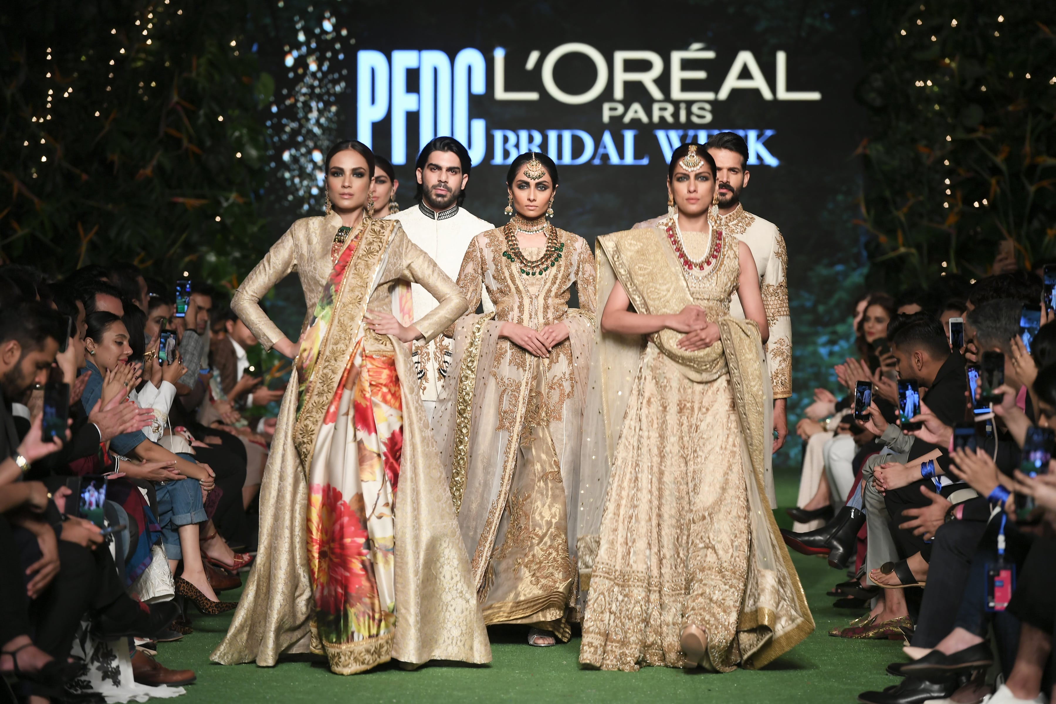 Pakistan S Glitzy Bridal Fashion Week Bows Out With Bold Finale Arab News Pk