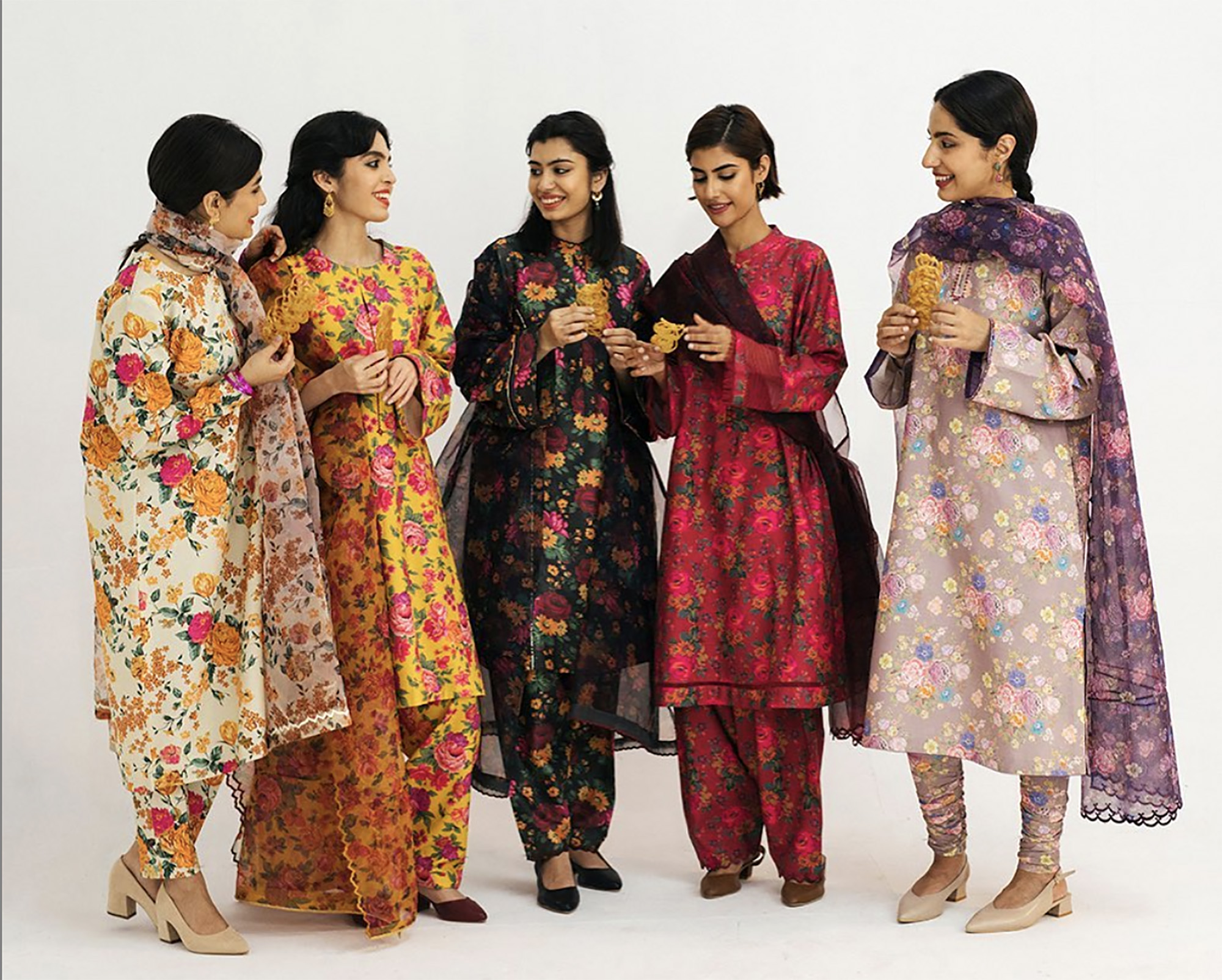 Pakistani designers bring cheer to coronavirus-hit Eid with floral collections   Arab News PK