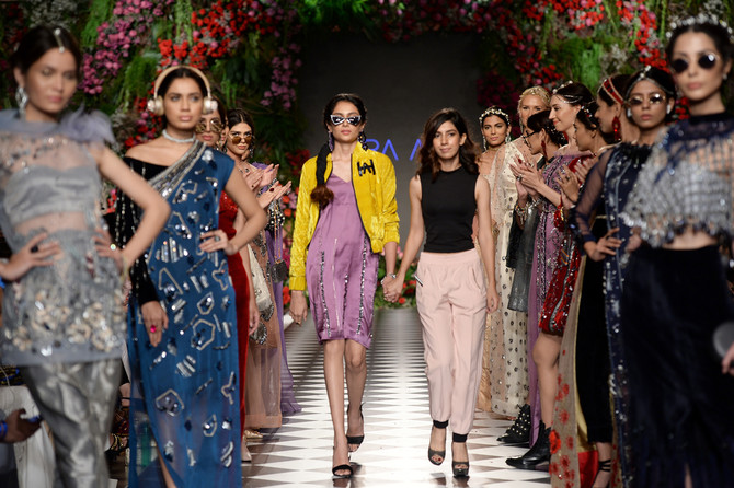 Final Night Of Plbw Brings Hsy Faraz Manan And More To The Ramp In Lahore Arab News Pk