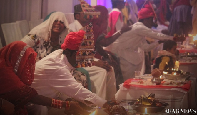 79 Hindu Couples Say I Do At Mass Wedding In Karachi Arab News Pk